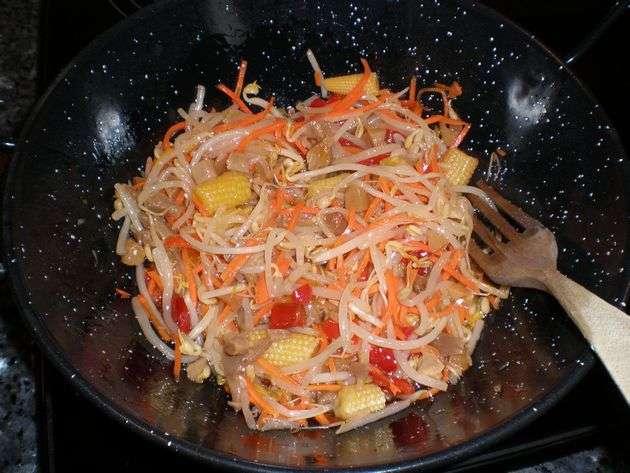 ensaladaensarten - Espaguetis integrales, con ensalada china de mazorquitas