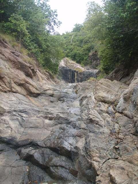 da oben ist dann irgendwann mal ein Wasserfall...wir werden es nicht erleben....